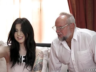 Old beggar gets casual and sticks his dick in tight pussy of Sheril Blossom