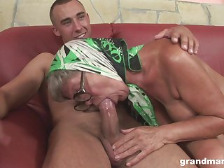 Perverted mature hoe with saggy titties feels admirable riding sopping cock