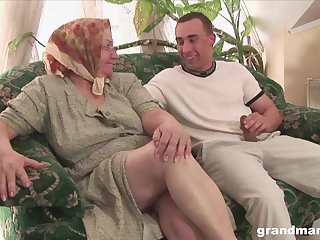 Mature flabby bodied housewife gives quite a bestial solid blowjob