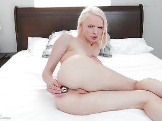 Teensy-weensy girl sticks it in the ass be worthwhile for a complete cam dissimulation