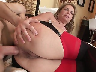 Age-old and young anal: big pain in the neck mature MILF pain in the neck fucked hard by younger lad